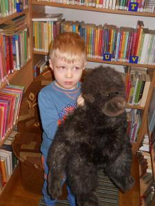 Gumisie na zajęciach bibliotecznych w Gminnej Bibliotece w Grębkowie