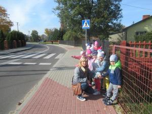 """""""Bezpieczna droga do przedszkola""""-wiem jak przechodzić przez ulice."""